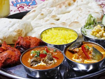 インド人が作る本場のインド料理。スパイシーなカレーをどうぞ