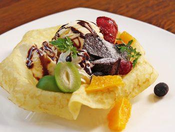 地元産の「若桃」にこだわった注目のカフェ『EIRAKU茶寮』がオープン!