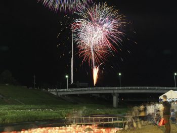 梁川町でアットホームな花火大会開催