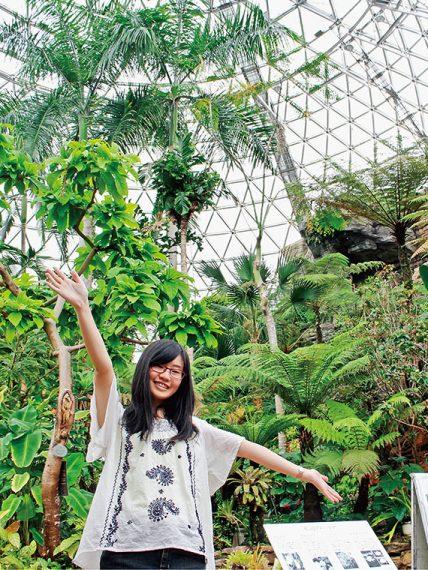 高さ30m、直径42mの国内最大級を誇る「熱帯植物ドーム」