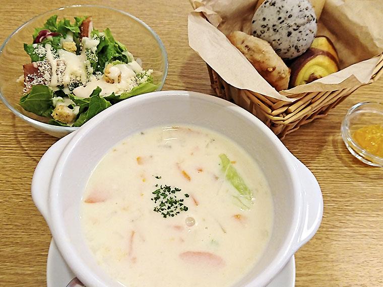 スープ&サラダセット(842円)の一例