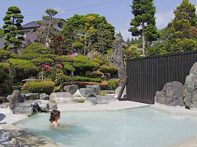 源泉温度約68℃と熱いので加水しているものの、良質な湯にリピーターも多いそう