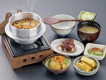 会津産コシヒカリをふっくらと炊き込んだ『東茶寮』の釜めし