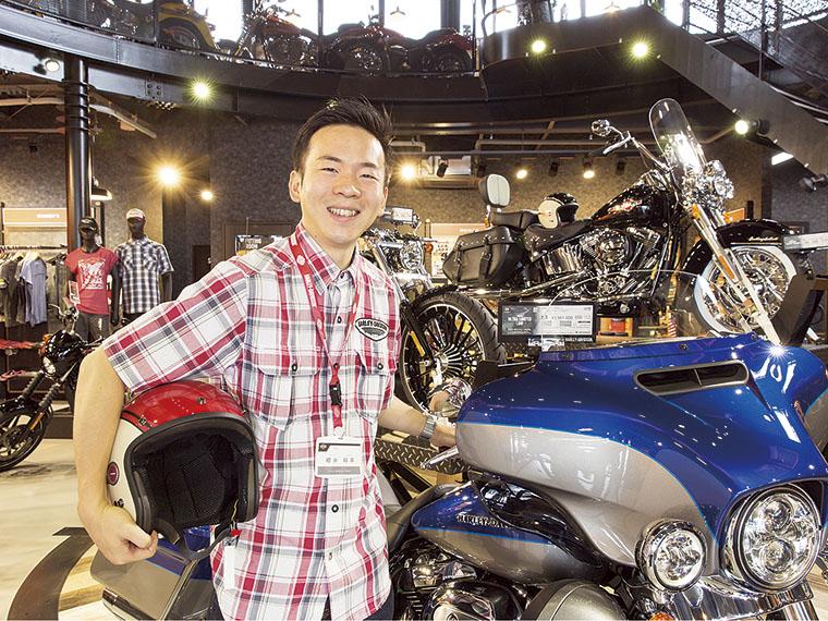 1989年福島県生まれ。赤門自動車整備大学校の二輪科を卒業後、入社。現在3年目を迎える。営業として「ハーレー」の魅力を提案している。