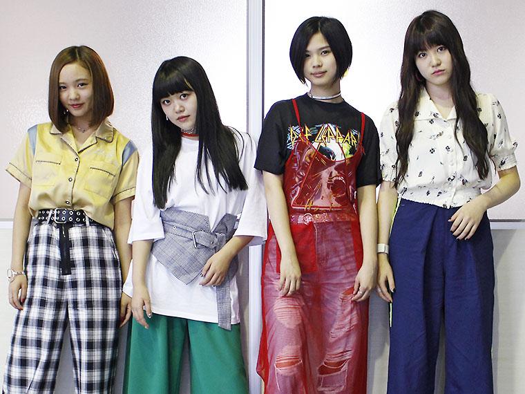 左からMINA(Ba)、MIREI(Dr)、SAKIKA(Vo&Gt)、NAGISA(Gt)