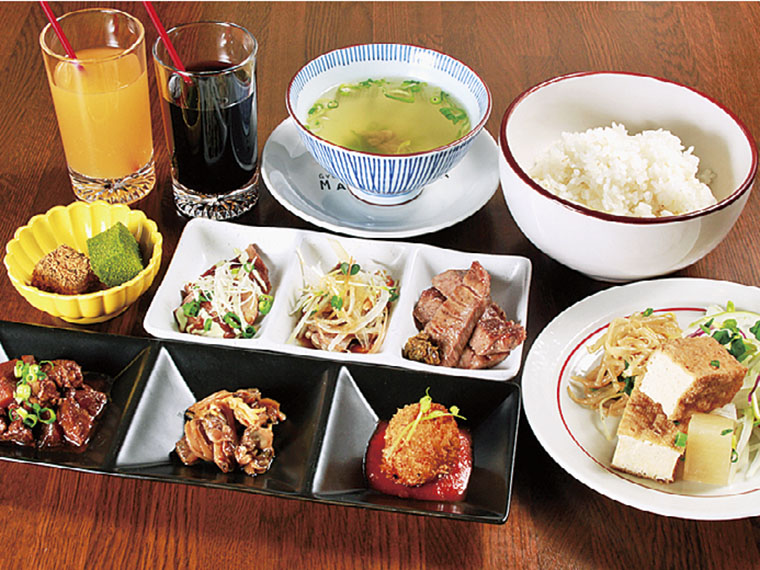「牛タン焼き」を含む6品が付いた「レディースランチセット」(1,180円税別)