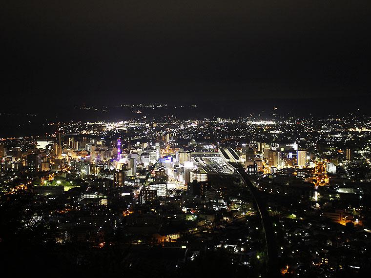 烏ヶ崎展望台から撮影した夜景。9月中のおすすめ撮影時間は18時から21時頃