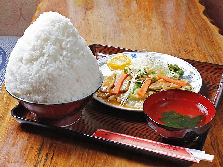 西華定食(ご飯大盛り)880円
