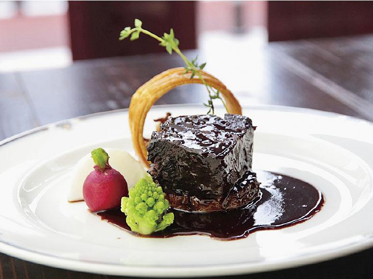 """【Cafe&Dining 990(クックレイ)】季節のスイーツと欧風料理を味わえるカフェ。フレンチ、イタリアンと""""やまがた""""のコラボを楽しもう。ランチは990円から。"""