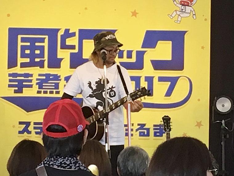 野外フェス「風とロック芋煮会2017」出演の様子