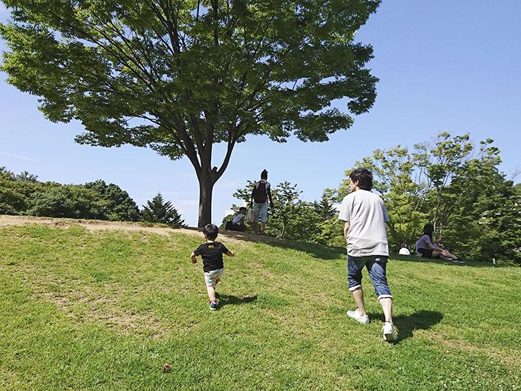 実はこの頃、まだシャボン玉ができず…(笑)。でも外でお父さんと走り回ることで十分、公園を満喫したようでした!