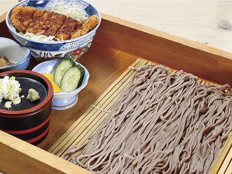 ランチセット(写真はソースカツ丼セット) 980円