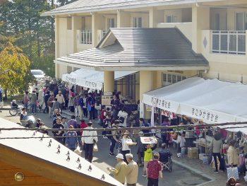 和太鼓演奏やフリーマーケットなど企画盛りだくさんな秋の文化祭