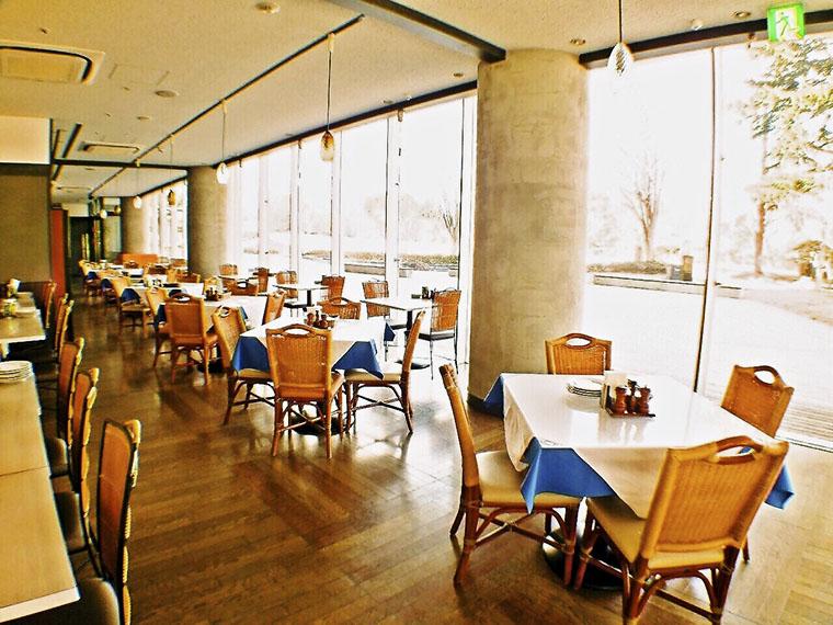 『イタリアンダイニング いわきアリオス店』は1F。2Fにはカフェもある