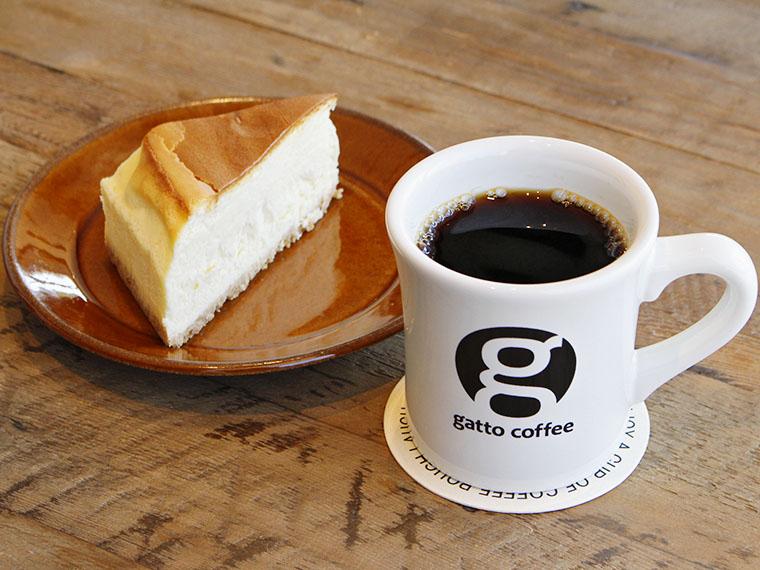 「ガットコーヒー」(500円)と「チーズケーキ」(520円)
