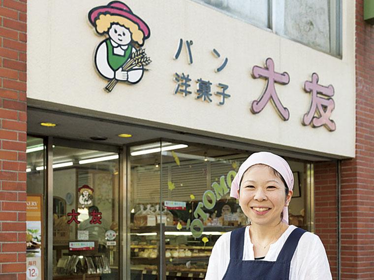 大正13年創業。毎日約100種類の焼きたてパンが店内に並ぶ