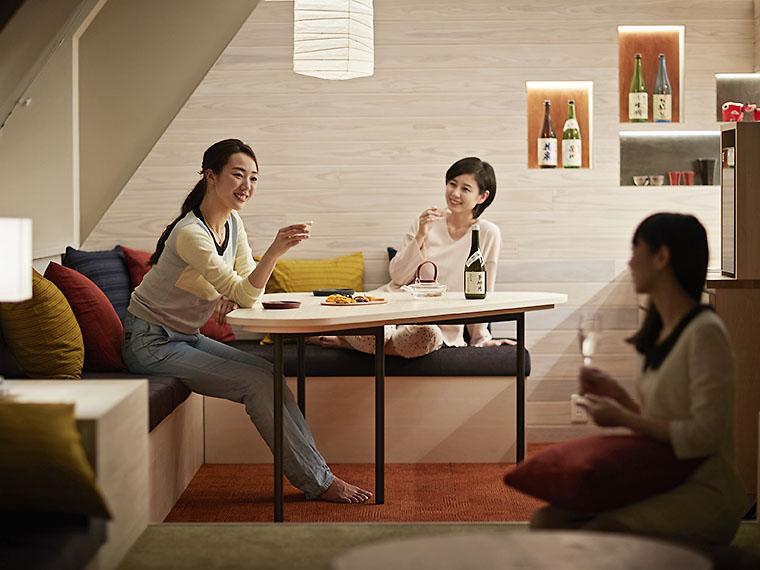 女子旅に。客室にあるバースペースのセラーには、ホテルの利き酒師が厳選した地酒3種(無料)も