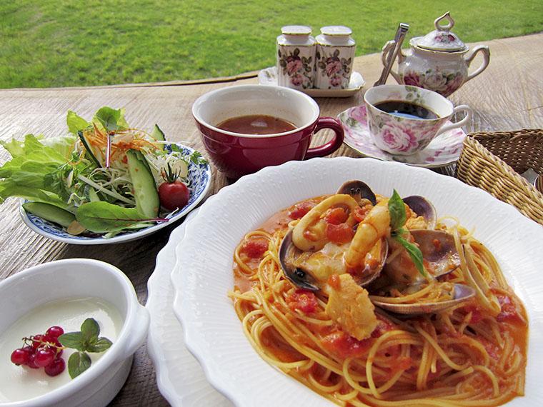 こちらはレストランおすすめの「海の幸 トマトクリームスパゲッティー」(1,598円)