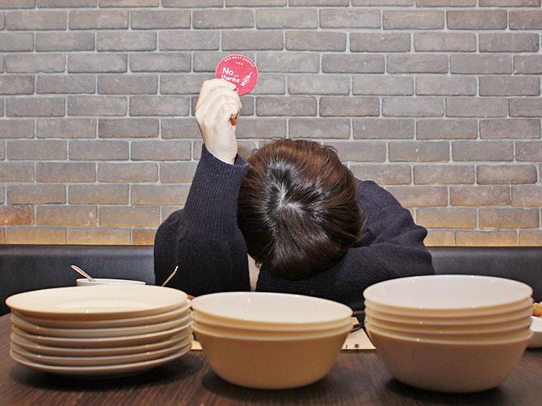手前のお皿の演出感がぬぐえない