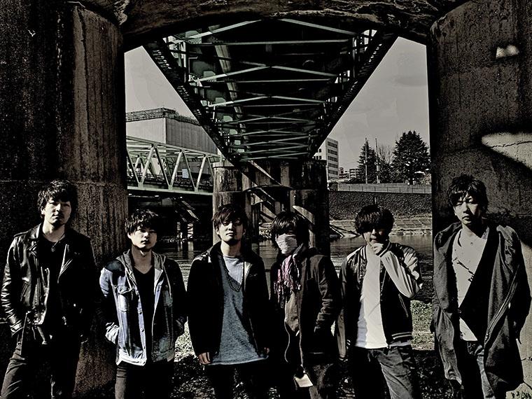 Kazuki(Ba)、Kakeru(Gt)、Kou(Vo)、Sho(Mn)、Koohei(Dr)、Rins(Gt)