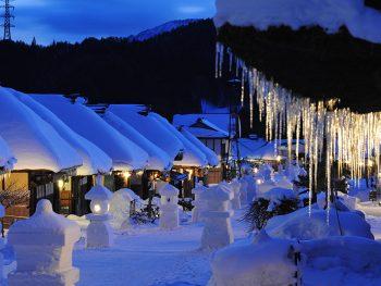 雪積もる、大内宿の静かな夜