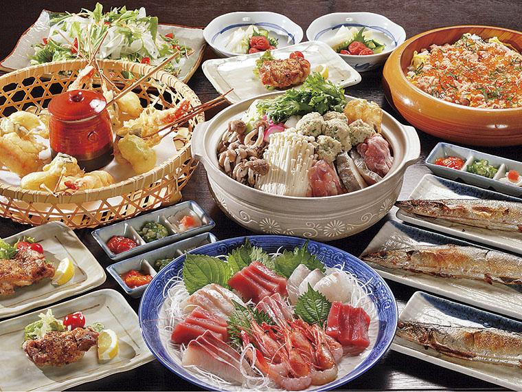 4,200円の飲み放題コースの料理一例。旬の食材を使った料理が並ぶ