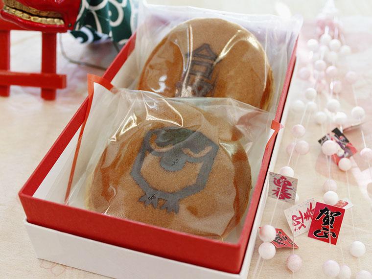 新発売の「合格祈願どら焼」(648円)。西根神社でお祓いしてある特製どら焼を食べて頑張ろう!