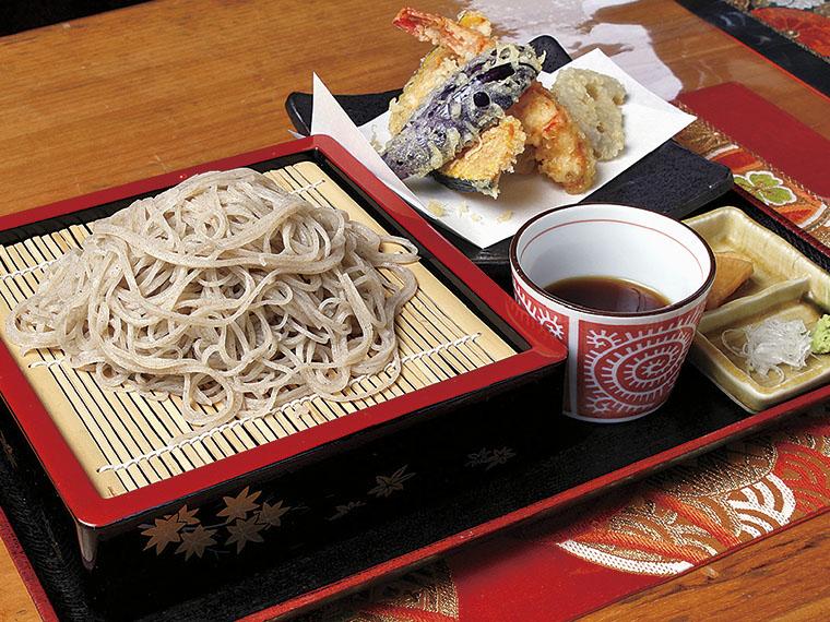 天ざる 1,300円〈そば・野菜とエビの天ぷら・漬け物〉【提供時間11:00〜14:00】