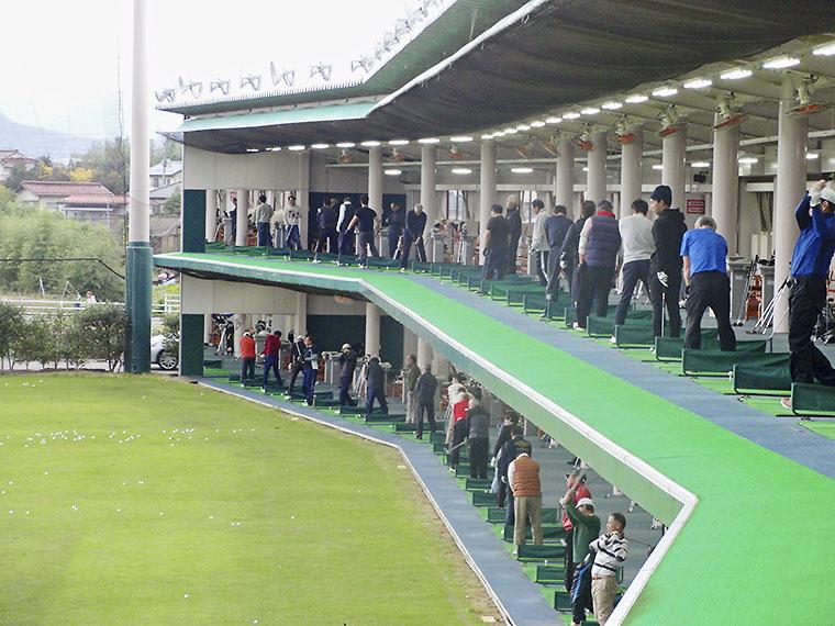 72席ある練習場はゆったりとしたスペースを確保する