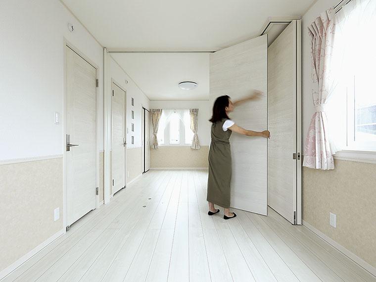可動式の建具を設置したので、いつでも2部屋に仕切ることができる