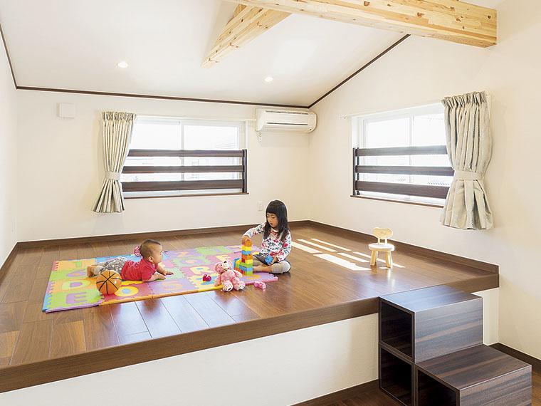 スキップフロアは子どもたちの遊び場に最適。仕切れば個室にも