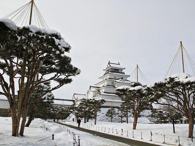一面の雪景色に包まれた「鶴ヶ城」も見事