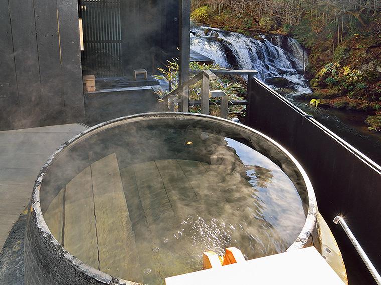 贅沢な気分に浸れる。名旅館のお風呂を日帰りで満喫(写真:会津若松市・瀧の湯)
