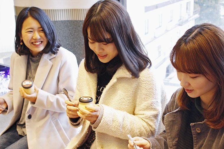 片寄友希さん(左)、吉田 愛さん(中央)、半沢明日香さん(右)