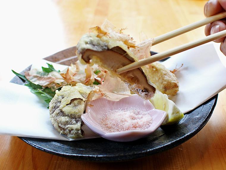 人気の「椎茸ブラザーズ」(450円)。塩で食べてみて!