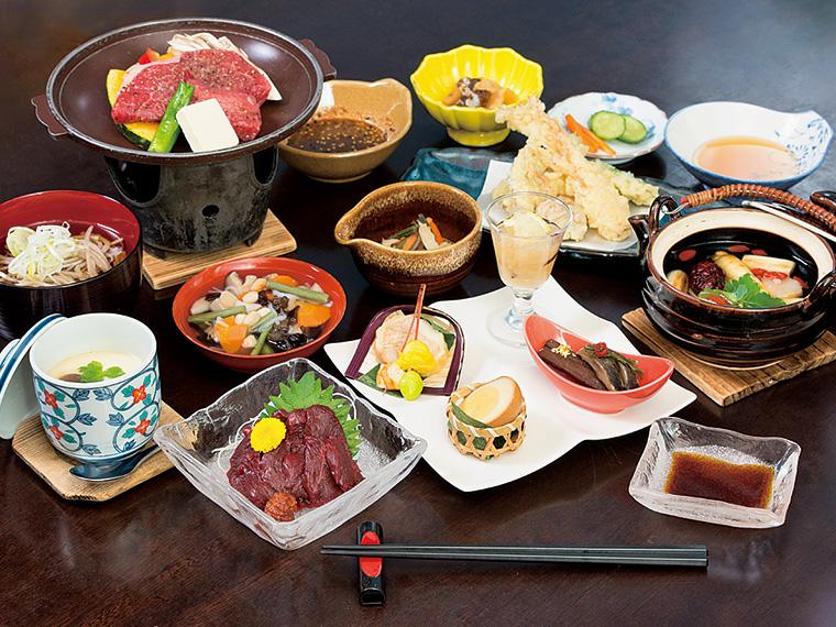 福島牛や会津名産の馬刺しなど、郷土料理が味わえる宿泊「会津じげんプラン」(11,200円〜)の料理例