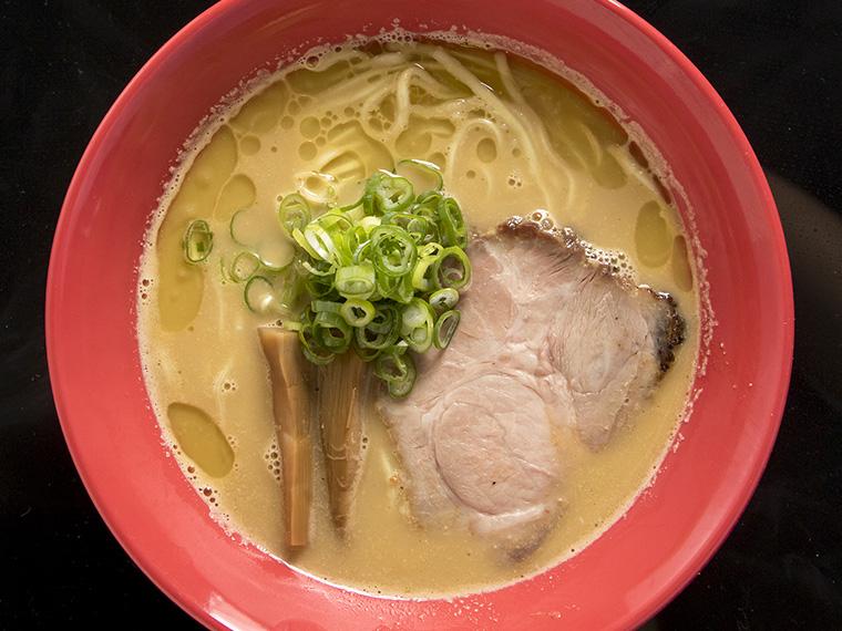 寿司に換算して約10貫分の生うにを使用!茨城県『活龍』の「濃厚うにそば」
