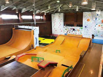 スケートボード、スポーツクライミング、スラックラインの本格施設!