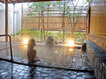 【注目の日帰り温泉】川風が心地よい露天風呂。心も温まるおもてなしの宿