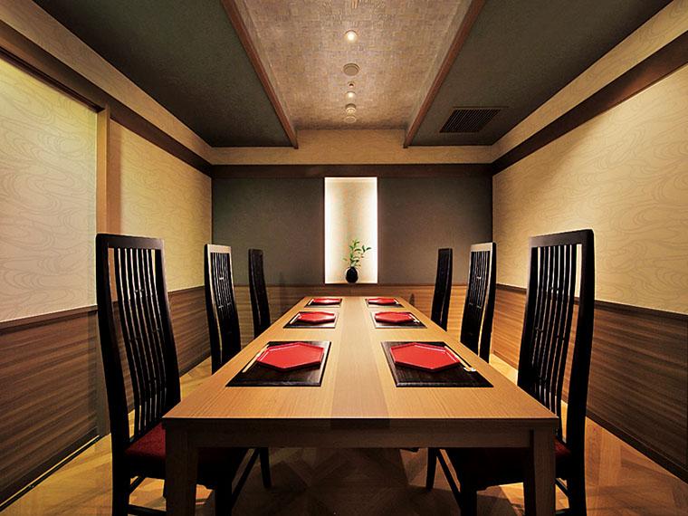 色づかいや照明にもこだわった個室席は10室限定(2~6名掛け)