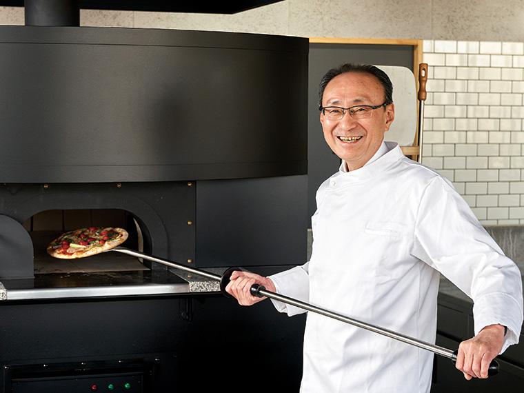 『Legare Koori(レガーレ・こおり)』にてピザを焼く髙橋亘博・桑折町長