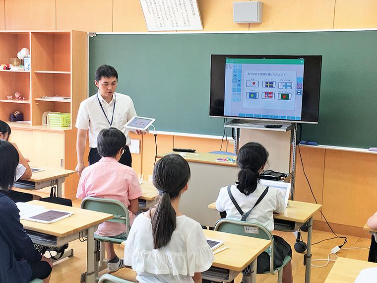昨年度オープンスクール時のICT教室。タブレットを活用した授業が体験できる