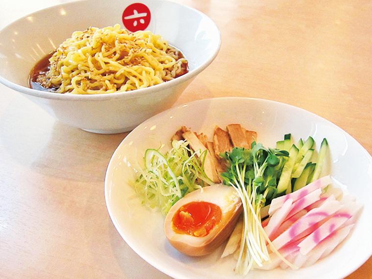 暑い夏はやっぱり「冷やし中華」(690円)。「洗練された冷やし中華のスープの爽快感をお試しあれ!」と店長