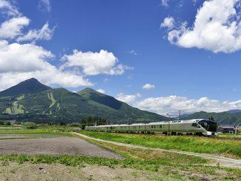 初夏の会津を走る「TRAIN SUITE 四季島」