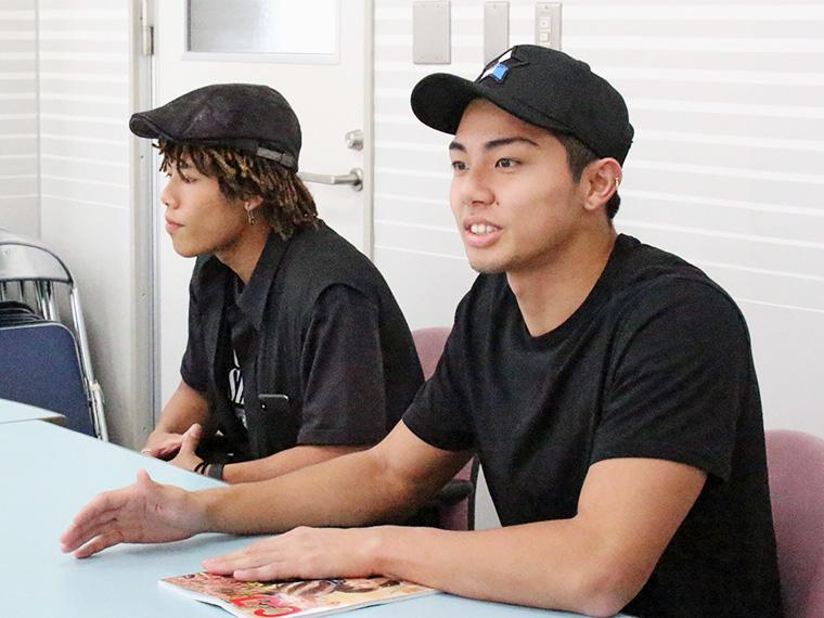 後藤拓磨(左)、武知海青(右)