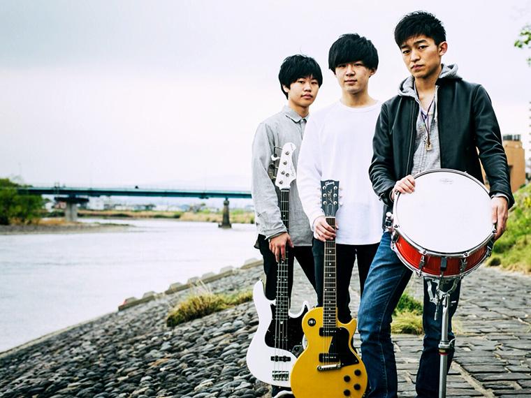 左からリュウト(Ba)、髙橋颯馬(Gt&Vo)、和(Dr)