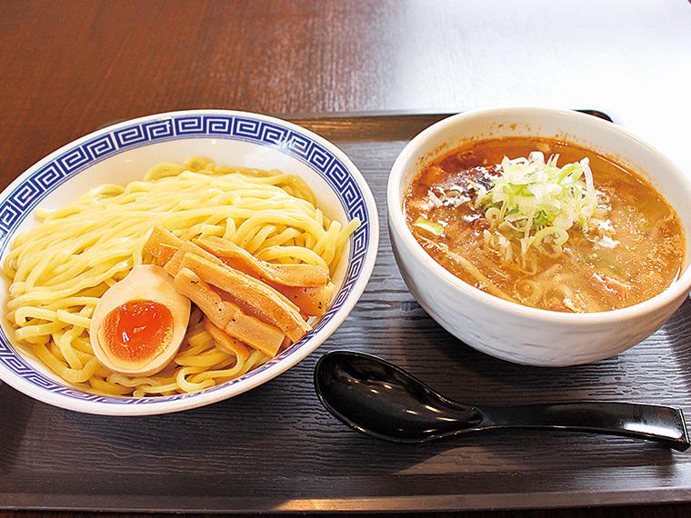 「伏竜つけ麺(醤油・みそ)」(770円)。平太麺と魚介豚骨スープは相性抜群!