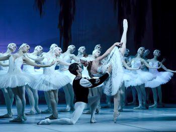 ウクライナから、若さと気品あふれるバレエ団が来福!