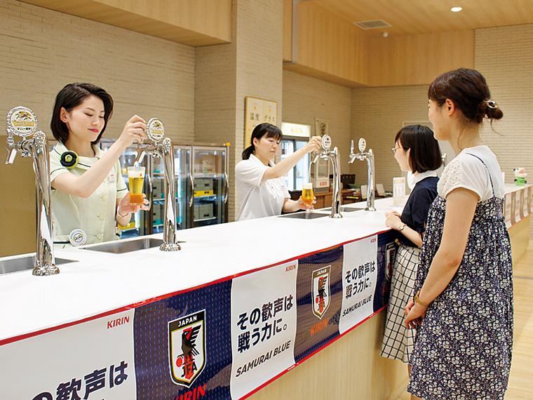 3種類のビールを試飲できる。ノンアルコールやソフトドリンクもあるので、飲めない方も安心。また、多賀城駅から工場までのシャトルバスの運行もあり