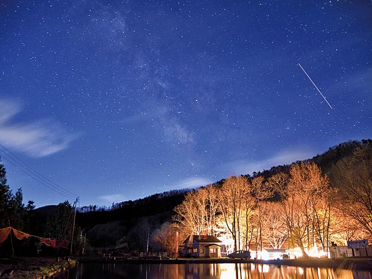 満点の夜空を堪能。大自然の中、昼と夜、また人それぞれの楽しみ方がある
